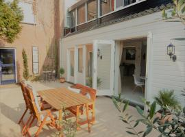 Spacious 70m2 apartment in city centre with lovely terrace, apartment in Alkmaar