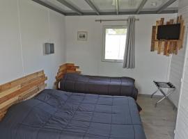 CAMPING AUX POMMIERS - TOHAPI, accessible hotel in Le Mont Saint Michel