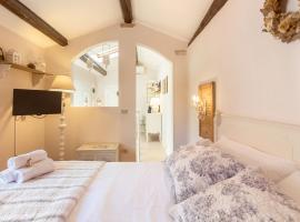 La Mansarda Segreta Mood Apartment, hotel cerca de Canossa Palace, Verona