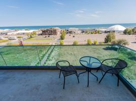 CLUB BLUE DREAMS APART HOTEL by Solid House, apartment in Mamaia