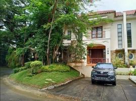 Villa Panbil Batam, pet-friendly hotel in Kangboi