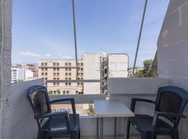 Wide space apartment with city view, hotel in Piraeus