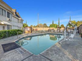 Motel 6-Fresno, CA - Belmont Ave, hotel v destinaci Fresno