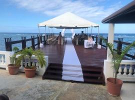 Water's edge Deluxe Villa, villa in Montego Bay