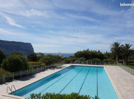 CASSIS 4PERS VUE MER WIFI TENNIS PARKING PISCINE, apartment in Cassis