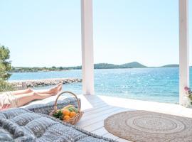 OIKOS Resort Buqez - NEW Villas 2021, holiday home in Pakoštane