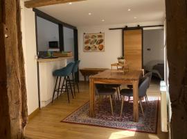 Au 33, apartment in Honfleur