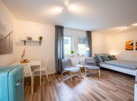 EG Wohnung, zentral, TOP Anbindung, Terrasse und Tiefgarage, hotel in Dresden