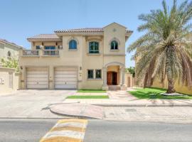 Maison Privee - Luxury Palm Jumeirah Villa wz Prvt Pool & Beach Access, villa in Dubai