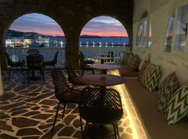 Yalos Hotel Sunset view Mykonos town private rooms, hotel in Mýkonos City