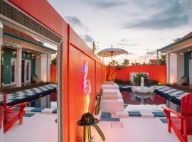 Casa Colorida Canggu - Tropical selfie paradise, hotel in Canggu