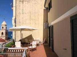 Il Terrazzo in Piazza, budget hotel in Santa Maria di Castellabate
