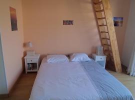 belle chambre sur terrasse à 3 min de la gare, B&B/chambre d'hôtes à Bordeaux