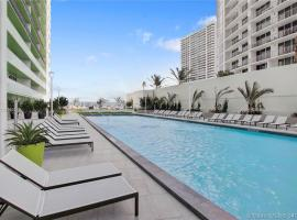 Private Balcony and Luxury Waterfront Condo At Icon-Brickell - Free 5 Stars Pool, hotel in Miami