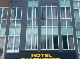 Hotel Zamburger Kota Damansara, hotel near Sultan Abdul Aziz Shah Airport - SZB,