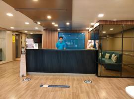 Kanak Beacon Hotel - Ashram Road Ahmedabad, hotel near Sardar Vallabhbhai Patel International Airport - AMD, Ahmedabad