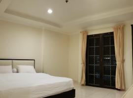 SUPERBLOCK 3 BEDROOM 103sqm AT MALL, pet-friendly hotel in Jakarta