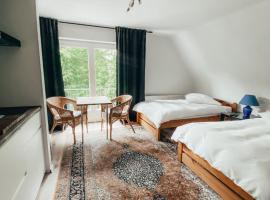 Königlicher Aufenthalt inmitten der Natur, hotel with parking in Hürth