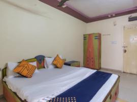 SPOT ON 79931 Hotel Kamal Palace, hotel near Sardar Vallabhbhai Patel International Airport - AMD, Ahmedabad