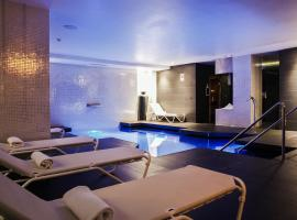 GRUMS HOTEL & SPA, hotel with jacuzzis in Barcelona