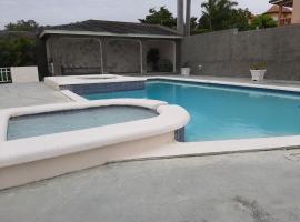 RushBond Ironshore Villa, villa in Montego Bay