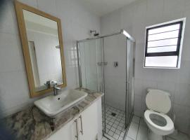 Parkwood luxury furnished apartments, apartment in Johannesburg