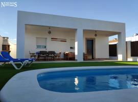 Novoasis, hotel cerca de Real Novo Sancti Petri Golf Club, Chiclana de la Frontera