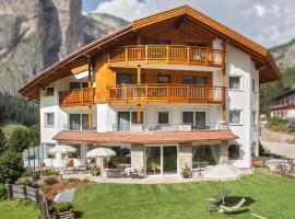 Hotel Garni Aghel, hotel in Selva di Val Gardena