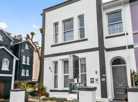 Westbrook Guesthouse, hotel near Torquay Library, Torquay