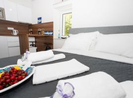APARTMENT LORY- BRAND NEW ,ON SEA PROMENADE,BEACHFRONT,GARAGE,WiFi,TERRACE OVERLOOKING SEA, apartment in Baška Voda