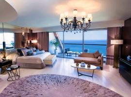 ELEXUS ULTRA LUXURY Resort & Beach Club & Maldive Cabanas & Casino, hotel in Kyrenia