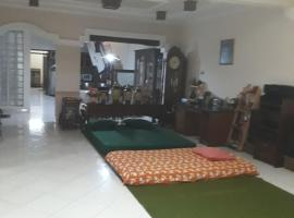 Denisa Guest House, holiday rental in Kudus