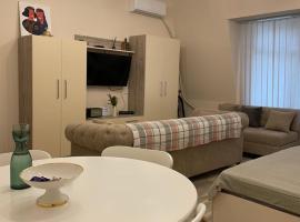 TOP Luxury apartament in heart of Batumi - 50 meters from Sea, apartment in Batumi