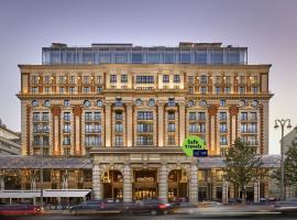 Ритц-Карлтон Москва, отель в Москве, рядом находится Государственный Исторический Музей