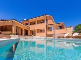 Pool Terrace Relax & Fun Villa Fuma, vacation home in Loborika
