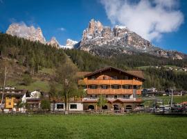 X Alp Hotel, hotel a Pozza di Fassa