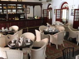 Royal Bar & Hotel, hotel near Kandy Lake, Kandy