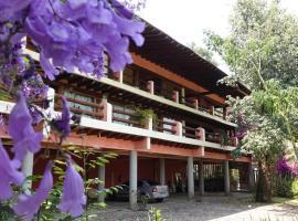 Hotel Las Piñas Avándaro, hotel en Valle de Bravo