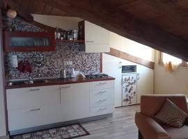 Mansarda Con Terrazzo Arredato, apartment in Caserta