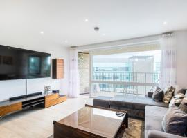 Pluto Apartments West London, hotel in London