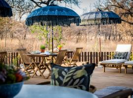 Safari Moon Luxury Bush Lodge, hotel in Hoedspruit