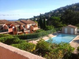 studio 4 personnes avec piscine, hotel near La Mole Airport - LTT,