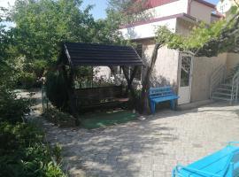 """Частный постоялый двор """"Амурчанка"""", guest house in Vityazevo"""