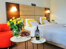 """DOBRUK APARTAMENTY """"Yellow"""""""" w CZTEROGWIAZDKOWYM HOTELU, hotel with jacuzzis in Kołobrzeg"""