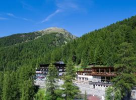 Hotel Zebru, hotel in Solda