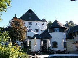Family Hotel Schloss Rosenegg, hotel in Fieberbrunn
