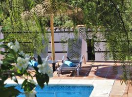Finca La Meica, hotel cerca de Parque Natural de los Montes de Málaga, Casabermeja
