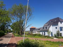 Luxury home with garden - 20 bike minutes to city center, holiday home in Amsterdam
