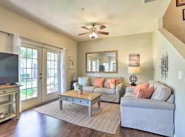Lucaya Village Townhome with Pool, 6 Mi to WDW!, hotel in Kissimmee