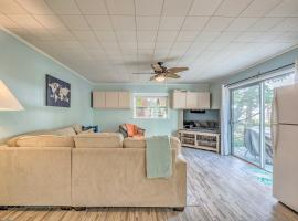 Charming Homosassa House with Kayaks and Canal!, villa in Homosassa